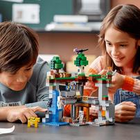 LEGO Minecraft The First Adventure 21169