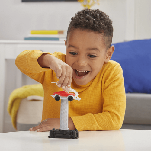 Play-Doh Wheels Tow Truck Toy with 3 Non-Toxic Play-Doh Colors